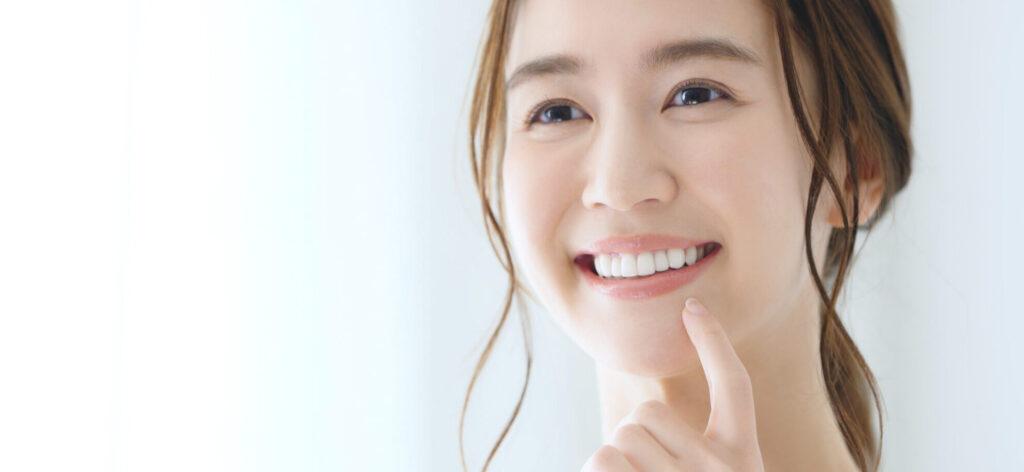 大阪市阿倍野区西田辺 歯医者 歯を見せている歯並びの良い女性